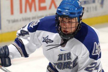 joueur avec casque de hockey